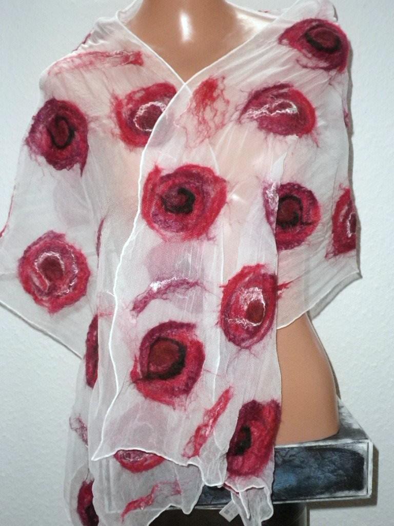 Kleinesbild - Nunofilzschal, Seidenschal, befilzter Schal, Chiffonschal mit roten Blüten, gefilzter Seidenschal