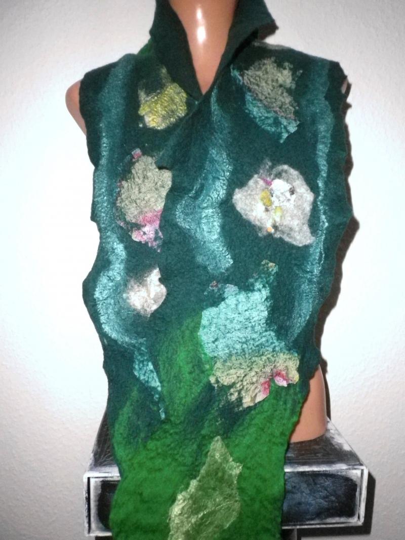 Kleinesbild - Filzschal, Cobwebschal, Schal, Wollschal, Merino-Schal mit eingefilzter Seide, gefilzter Schal in Grüntönen, Tannengrün