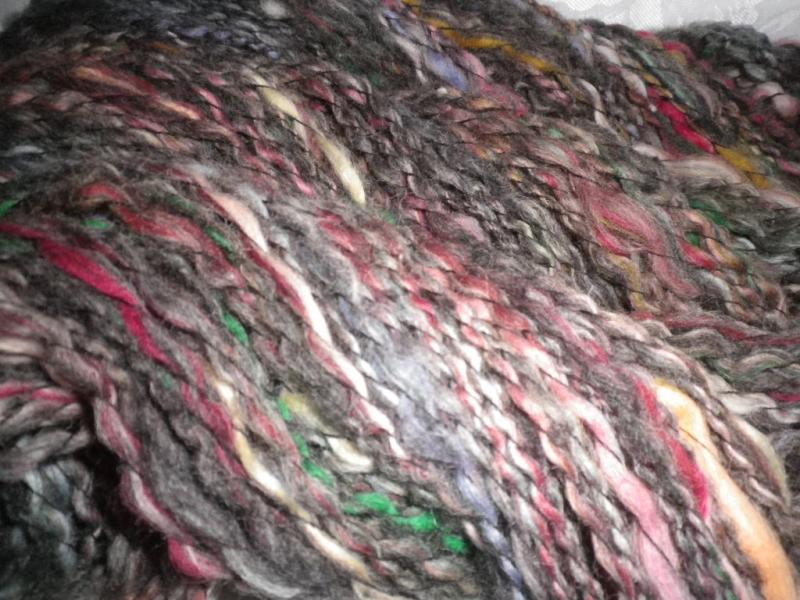 Kleinesbild - Artyarn, handgesponnene Wolle vom Pommernschaf mit bunter Merinowolle, 174g Effektgarn, Strickgarn