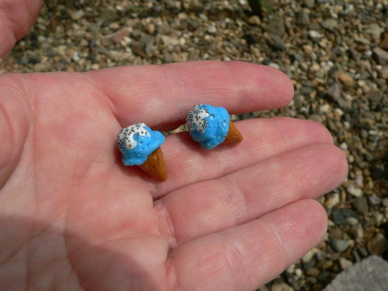 Kleinesbild - Eis himmelblau Ohrstecker Ohrringe handmodelliert Fimo
