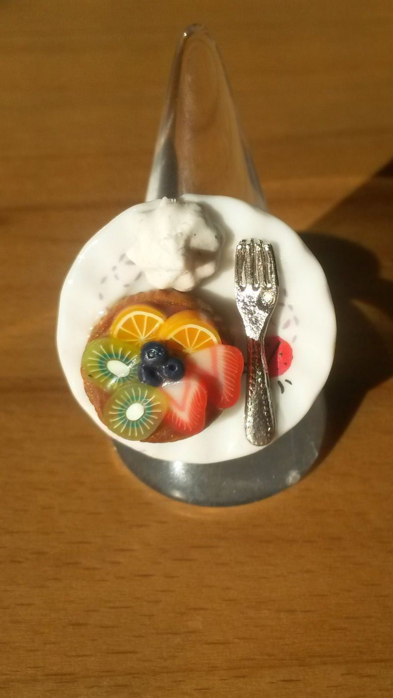 - Ring Obsttörtchen aus Fimo auf Teller Fingerring ausgefallener Schmuck  - Ring Obsttörtchen aus Fimo auf Teller Fingerring ausgefallener Schmuck