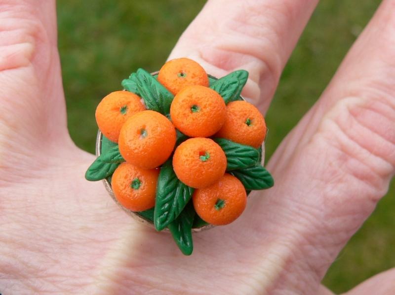Kleinesbild - Ring mit handmodellierten Mandarinen aus Modelliermasse Fimo
