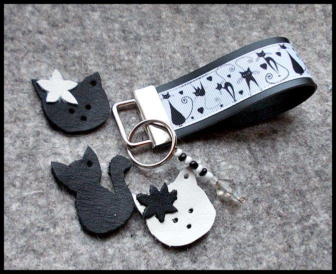 Kleinesbild - Leder Schlüsselband Katzen