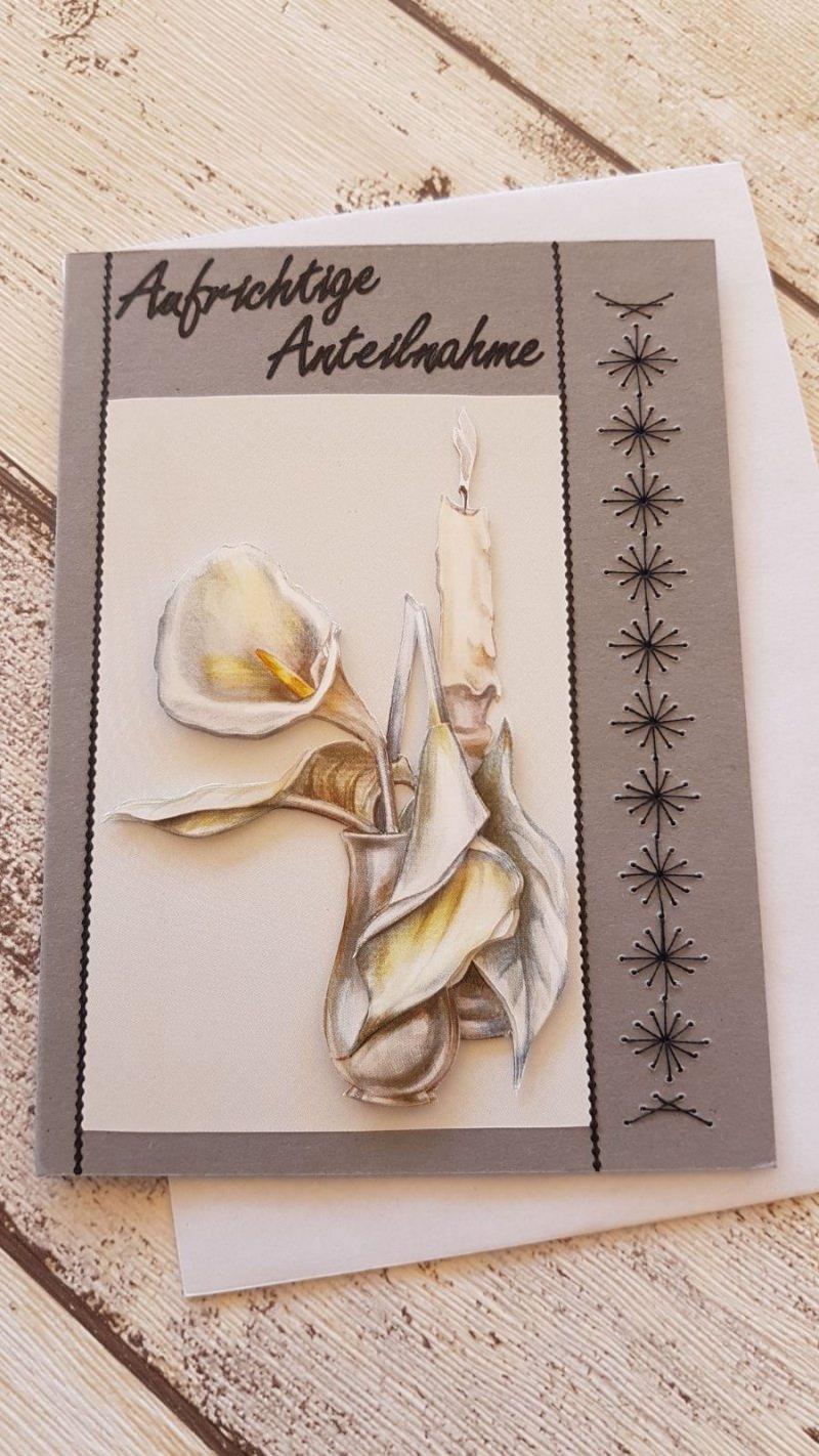 - Beileidskarte mit 3D-Motiv Kerze und einer Fadenstickerei am Rand - Beileidskarte mit 3D-Motiv Kerze und einer Fadenstickerei am Rand