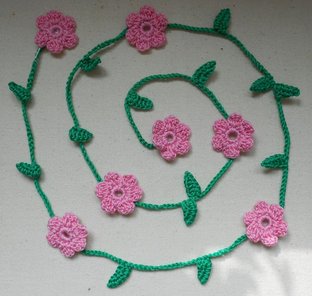 - Gehäkelte Blumengirlande - rosa - Gehäkelte Blumengirlande - rosa