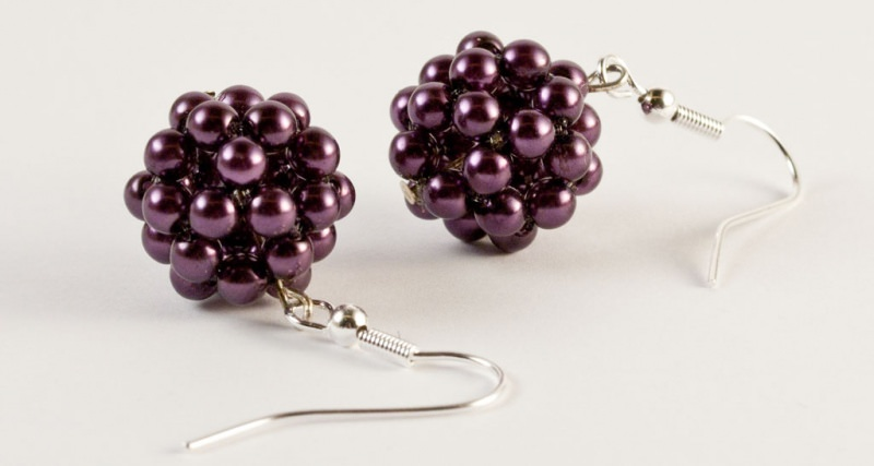 Kleinesbild - Ohrringe: Perlenkugel ~ violett / dunkellila