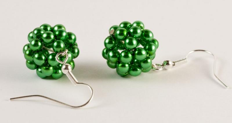 Kleinesbild - Ohrringe: Perlenkugel ~ grün