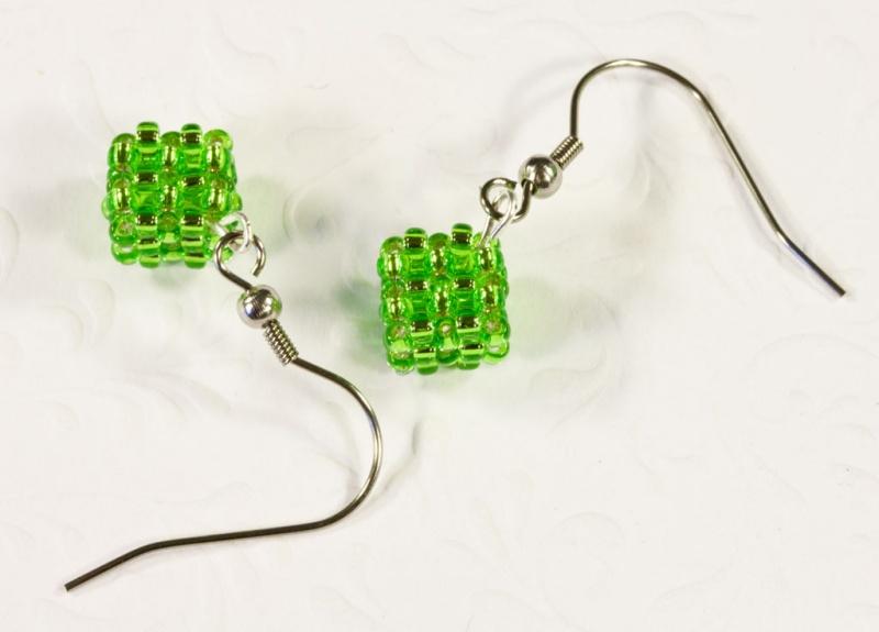 Kleinesbild - Ohrringe: kleine Würfel ~ Peridot (Grün)