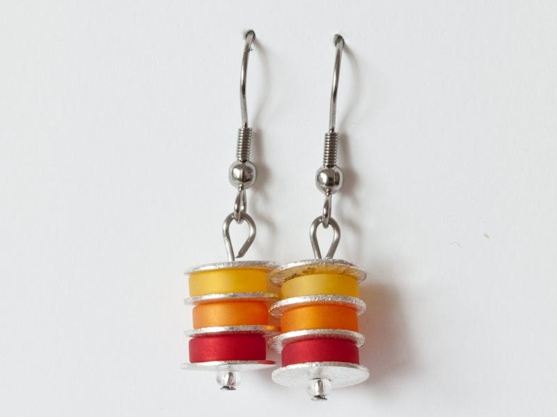 - Scheibchenweise: Ohrringe aus Polarisperlen in Sonnengelb, Marille (Orange) und Rot - Scheibchenweise: Ohrringe aus Polarisperlen in Sonnengelb, Marille (Orange) und Rot