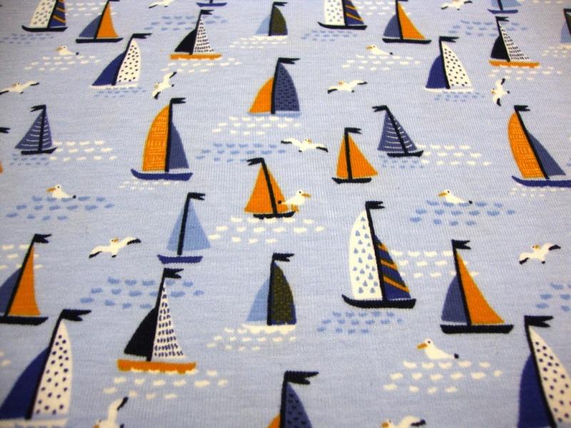 Kleinesbild - Baumwolljersey maritim kleine Segelboote Möwen, hellblau blau ÖkoTex