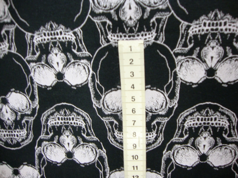 Kleinesbild - French Terry Sweat Skulls weiße Totenköpfe Schädel auf schwarz innen leicht angeraut Sommersweat