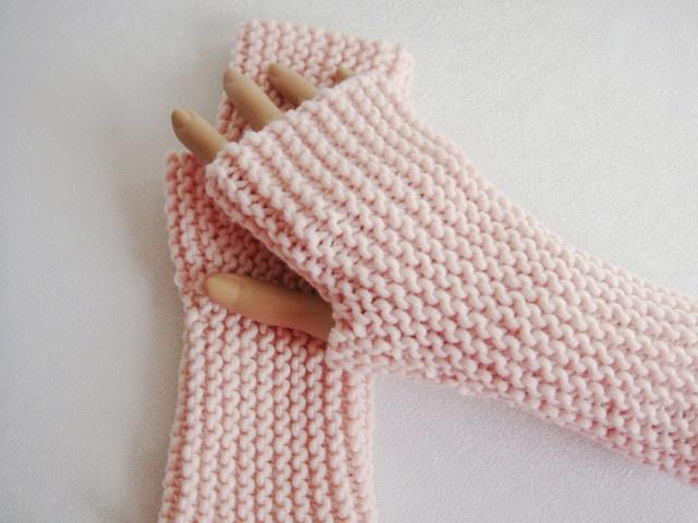 - Handstulpen, mit Daumenkeil, in pastell- rosa - Handstulpen, mit Daumenkeil, in pastell- rosa