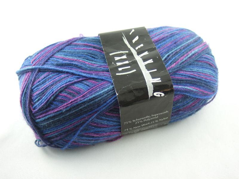 - schöne 4-fach Sockenwolle Trekking XXL von Atelier Zitron in verschiedenen Blautönen und lila, Farbe Nr. 187 - schöne 4-fach Sockenwolle Trekking XXL von Atelier Zitron in verschiedenen Blautönen und lila, Farbe Nr. 187