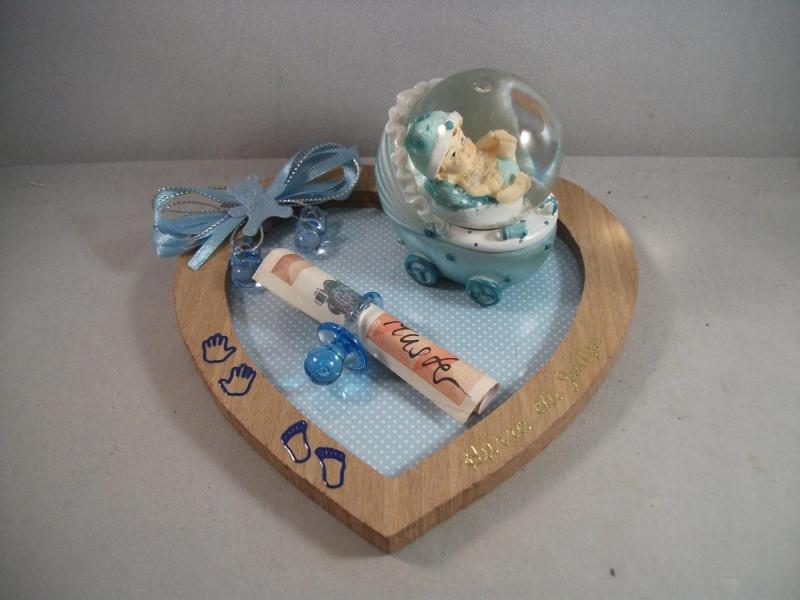 Kleinesbild - Geldgeschenk zur Geburt oder Taufe , Junge, Herz-Unterlage mit Schneekugel