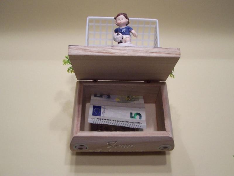 Kleinesbild - Geldgeschenke für Fußballfans Geburtstag,Kommunion,Konfirmation Holzkästchen Geschenkbox, Figur blau-weiß