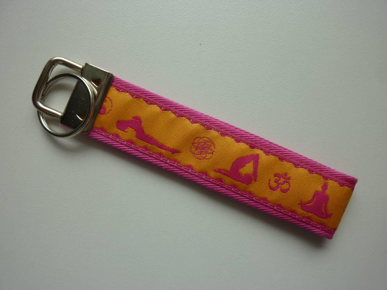 Kleinesbild - Schlüsselanhänger Yoga in pink und gelb