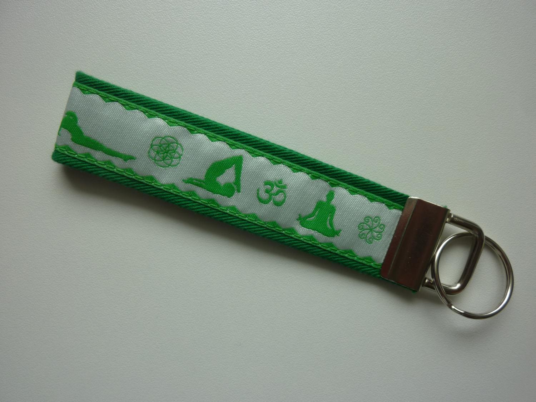 - Schlüsselanhänger Yoga in grün und weiß - Schlüsselanhänger Yoga in grün und weiß