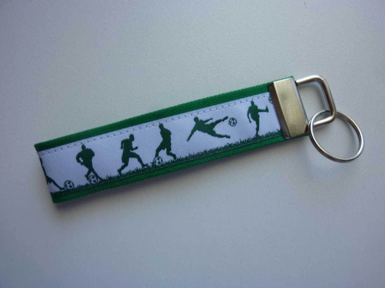- Schlüsselanhänger Fußballer in grün und weiß - Schlüsselanhänger Fußballer in grün und weiß