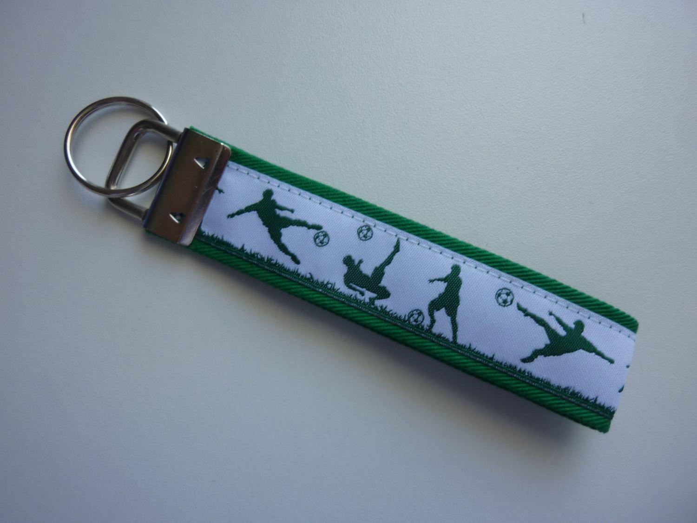 Kleinesbild - Schlüsselanhänger Fußballer in grün und weiß