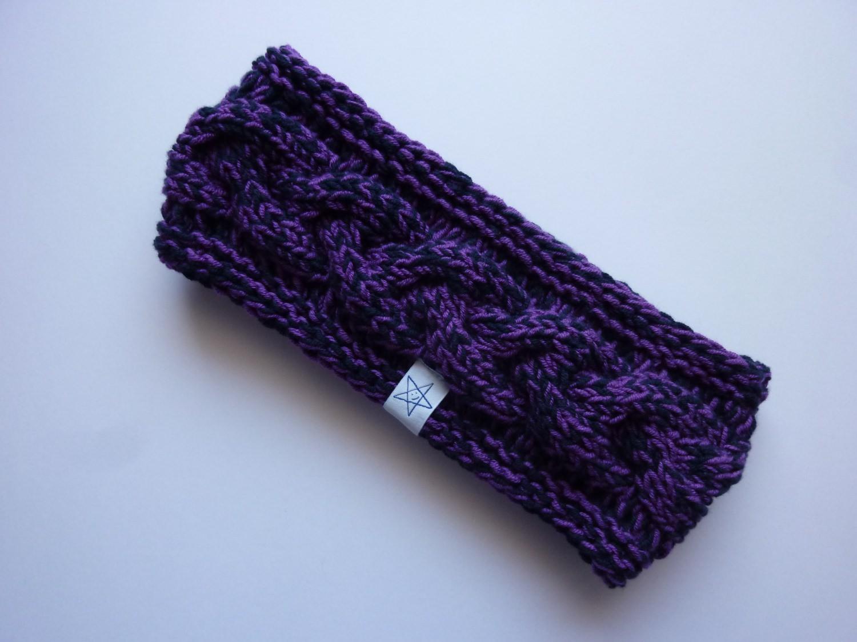 - Stirnband violett/dunkelblau mit Zopfmuster handgestrickt - Stirnband violett/dunkelblau mit Zopfmuster handgestrickt