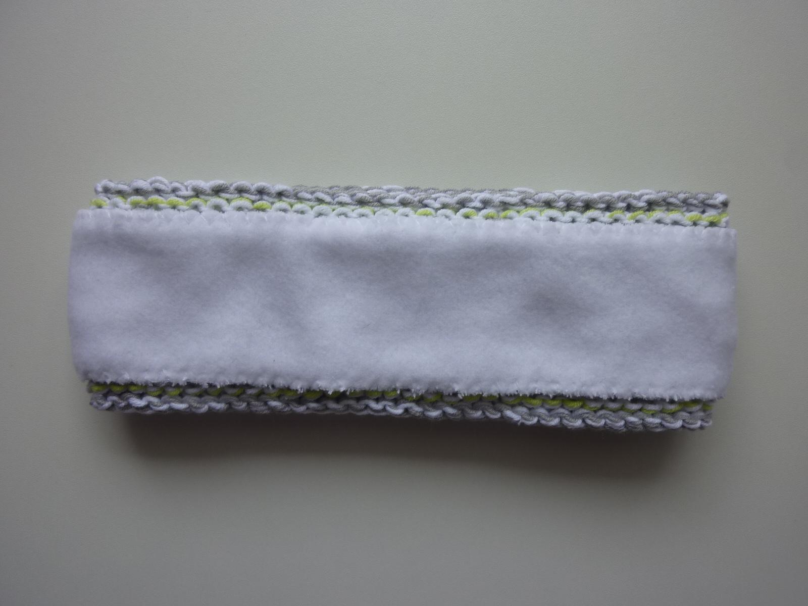 Kleinesbild - gefüttertes Stirnband in hellgrau, weiß und hellgrün aus Baumwolle handgestrickt