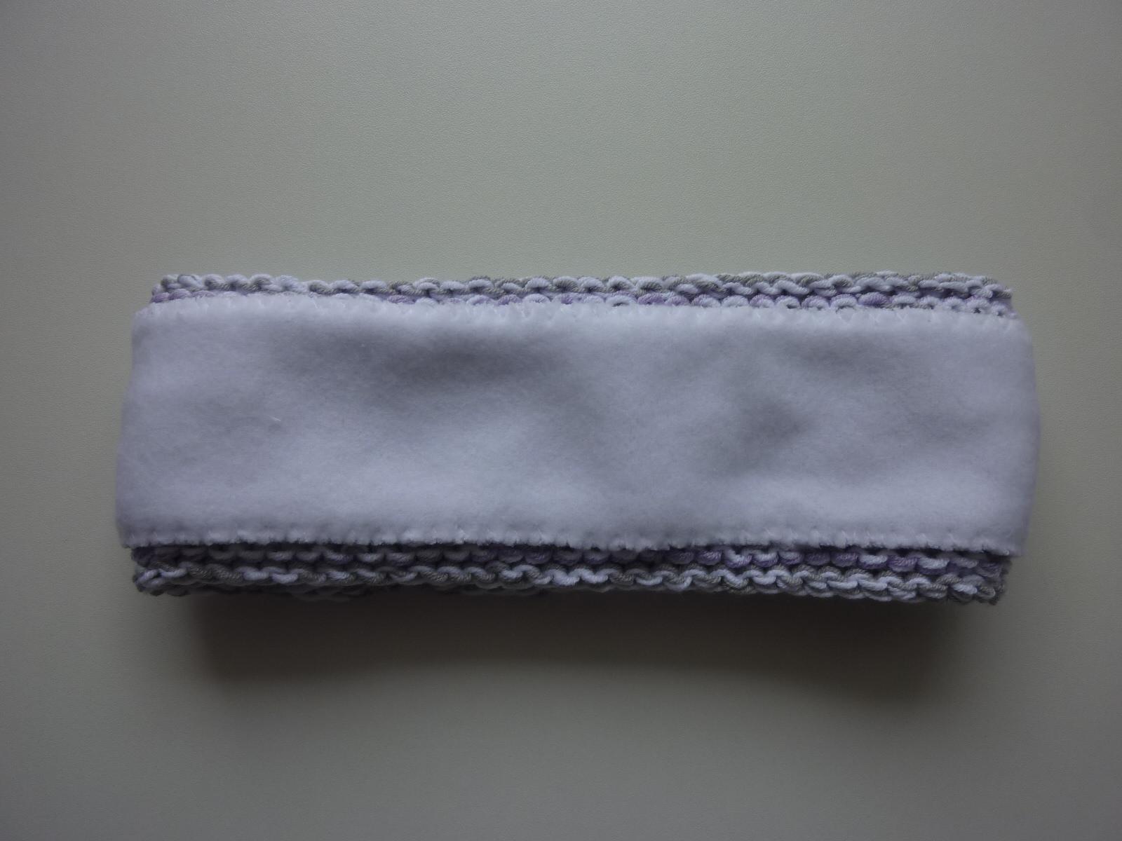 Kleinesbild - gefüttertes Stirnband in hellgrau, weiß und flieder aus Baumwolle handgestrickt