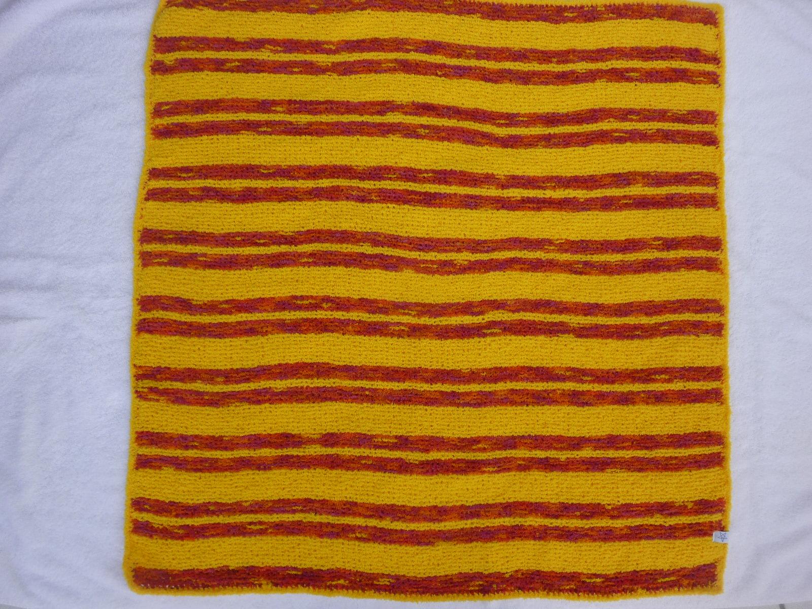 Kleinesbild - Babydecke 83 x 81 cm flauschig weich Kinderwagendecke Krabbeldecke Decke handgestrickt gelb rot orange pink