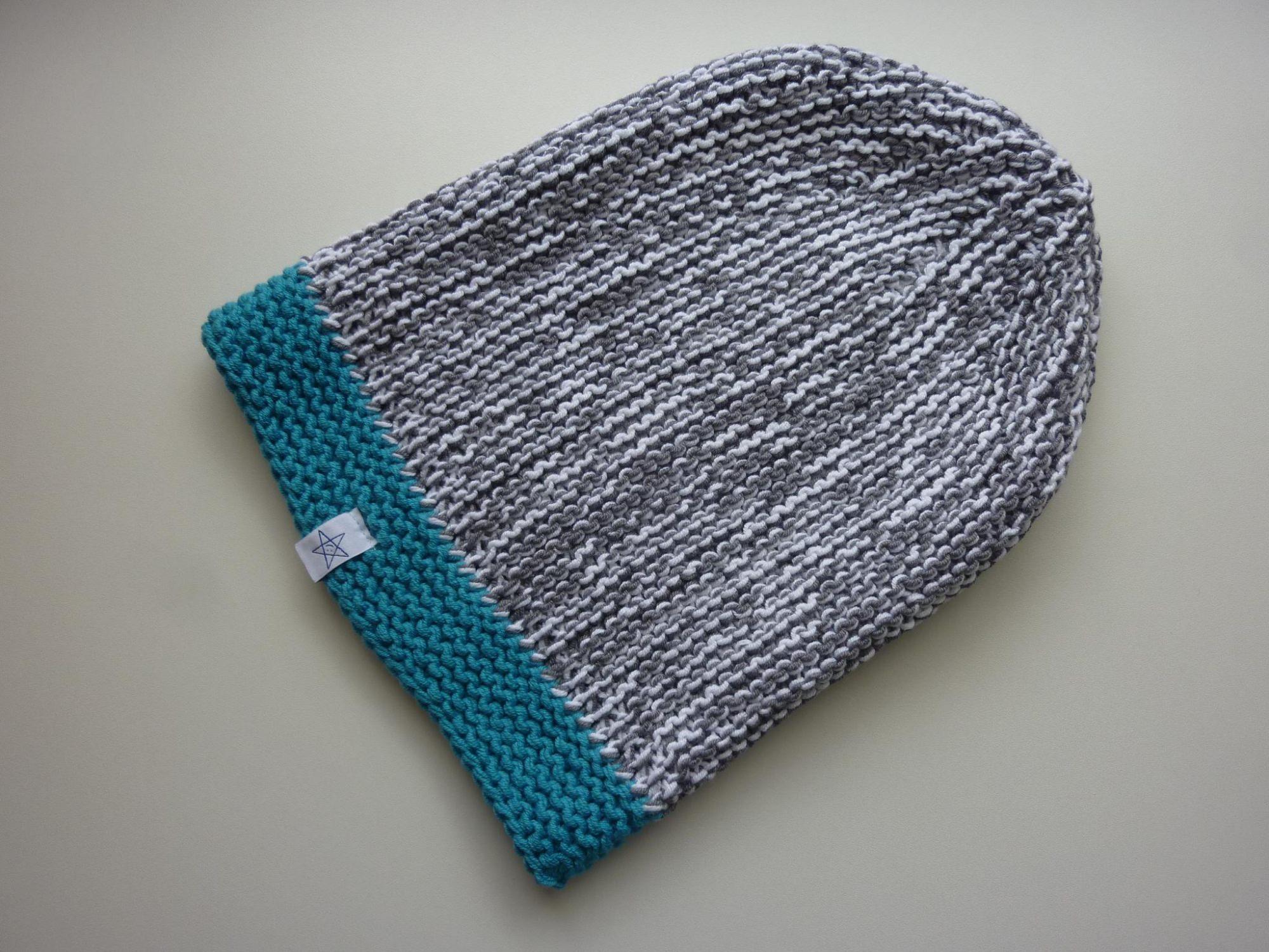 Kleinesbild - lange Strickmütze in grau, weiß und türkis aus Baumwolle handgestrickt