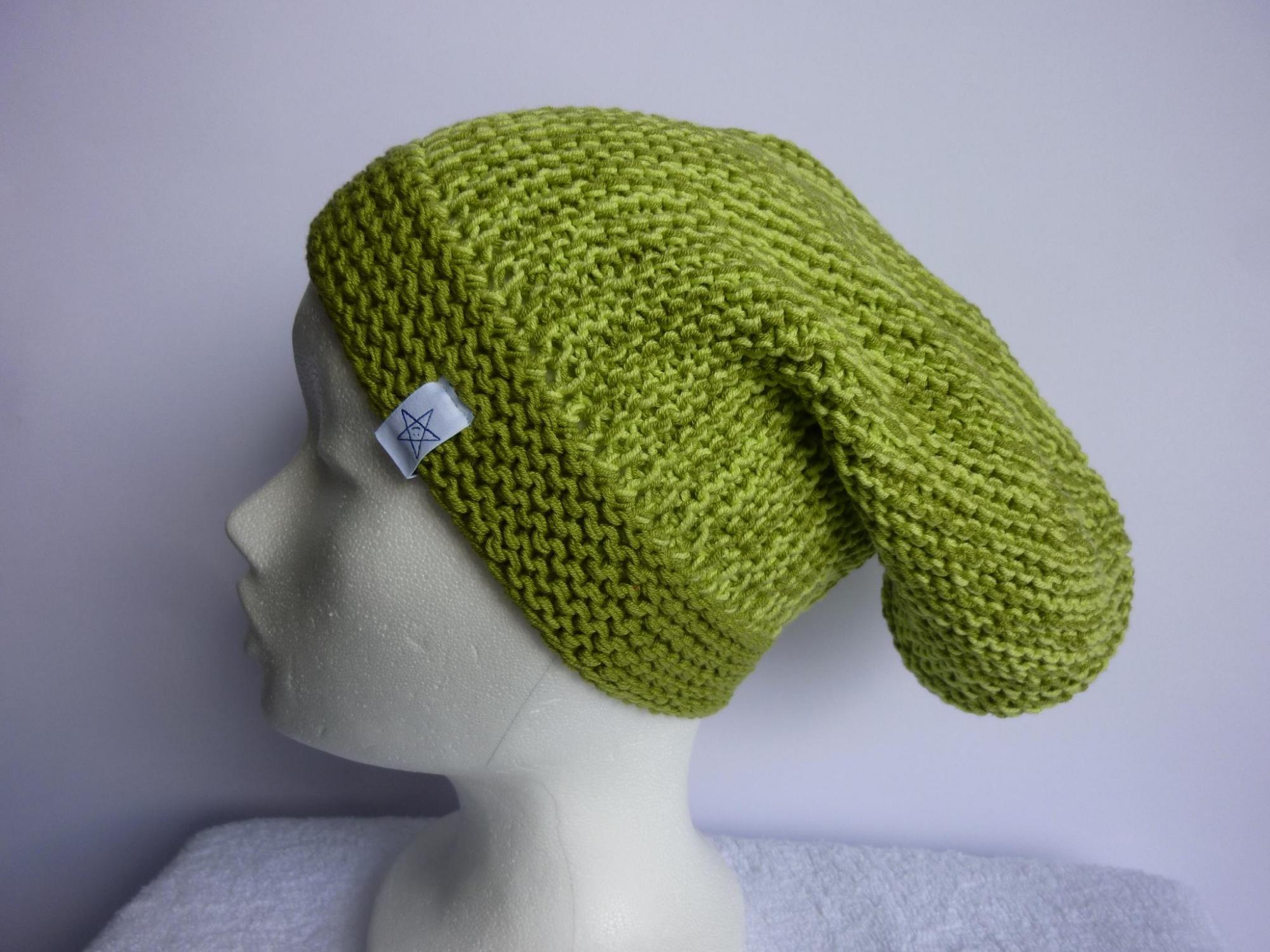 - lange Strickmütze in kiwigrün und hellgrün aus Baumwolle handgestrickt - lange Strickmütze in kiwigrün und hellgrün aus Baumwolle handgestrickt