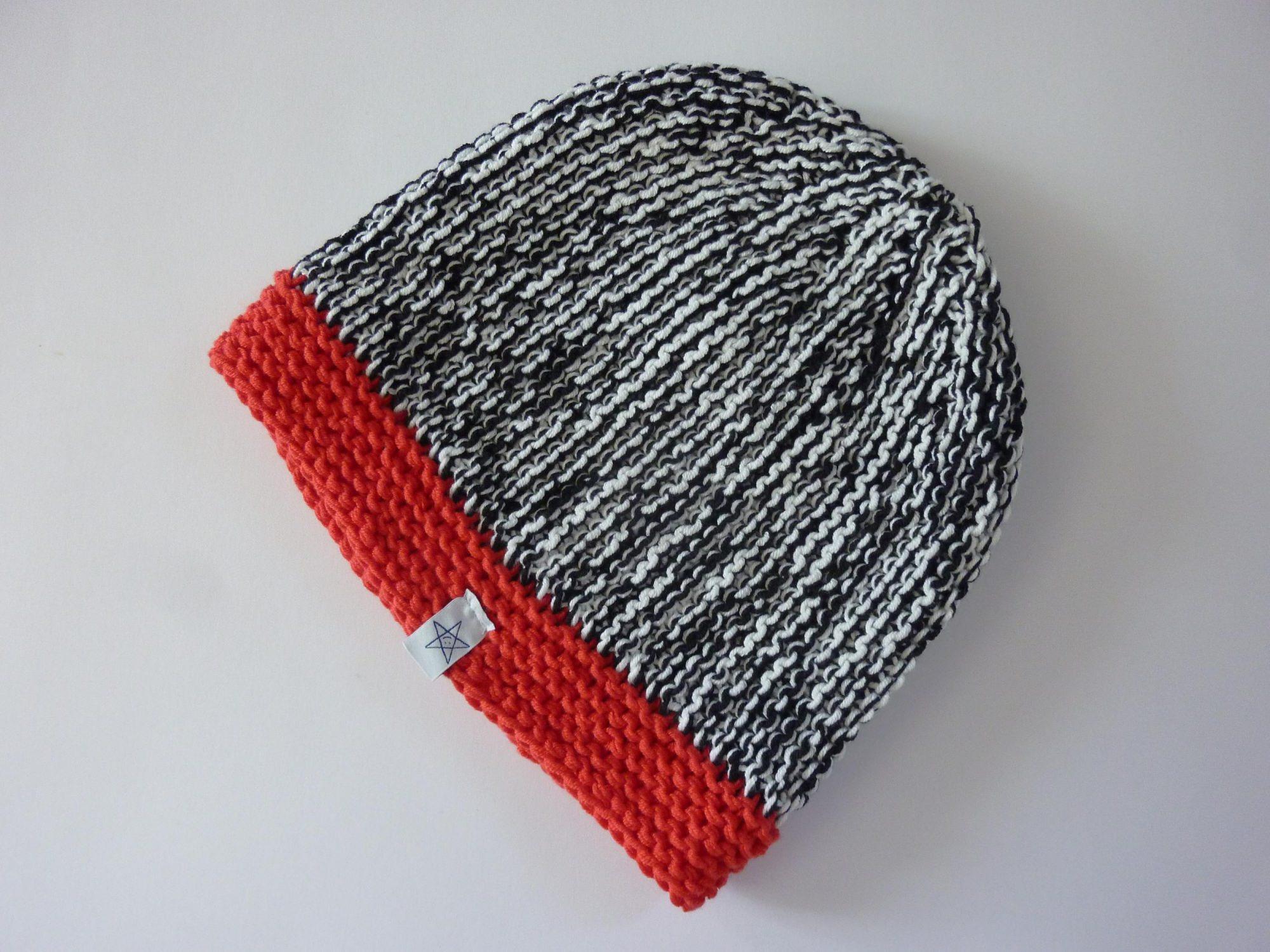 Kleinesbild - Strickmütze Schwarz Weiß Rot aus Baumwolle handgestrickt