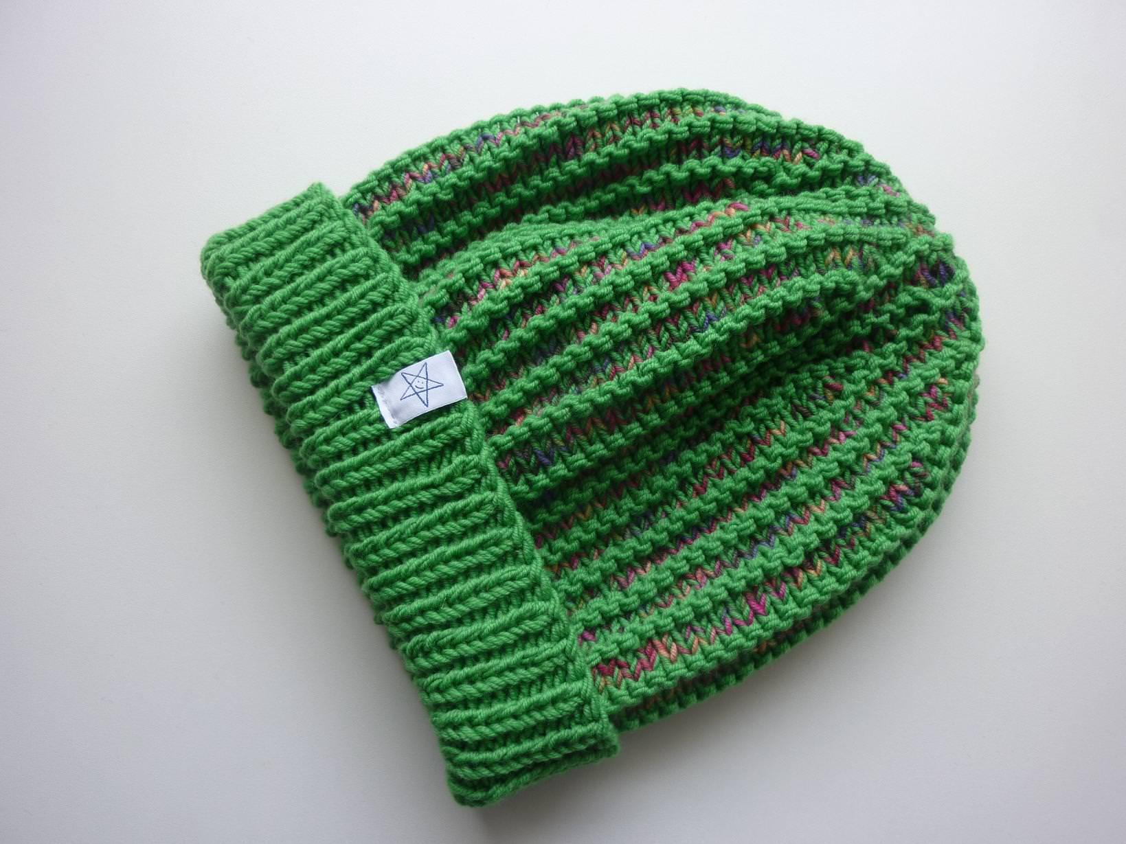 Kleinesbild - Strickmütze mit Umschlag in Grün und Bunt aus Schurwolle handgestrickt