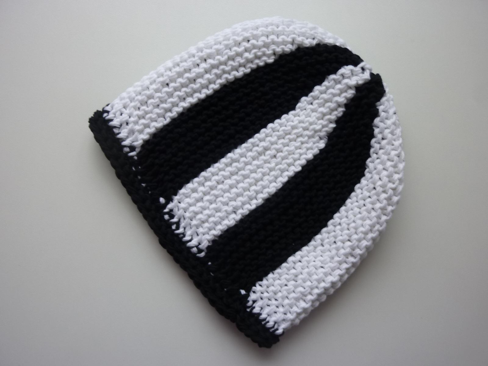 Kleinesbild - Strickmütze Fußball-Fan schwarz weiß