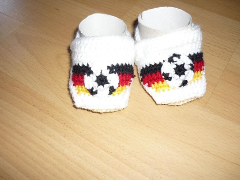 - Gehäkelte Babyschühchen - Fußball - Fußlänge ca. 8,5cm - Gehäkelte Babyschühchen - Fußball - Fußlänge ca. 8,5cm