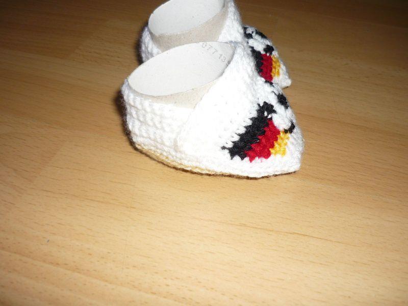 Kleinesbild - Gehäkelte Babyschühchen - Fußball - Fußlänge ca. 8,5cm