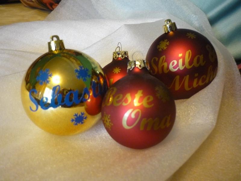 - Personalisierte Glas-Weihnachtskugel mit Wunschname und Sternchen - Personalisierte Glas-Weihnachtskugel mit Wunschname und Sternchen
