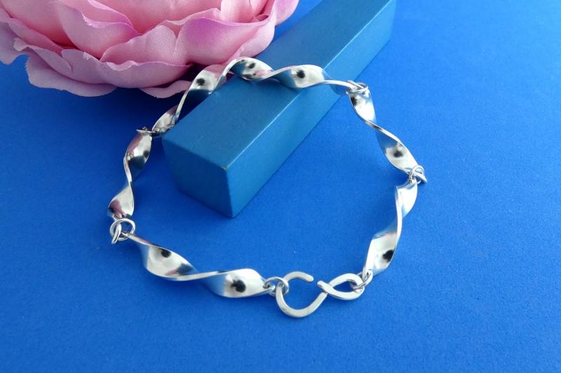 Kleinesbild - geschmiedetes Sterlingsilber-Armband handgearbeitet aus Argentium® kaufen