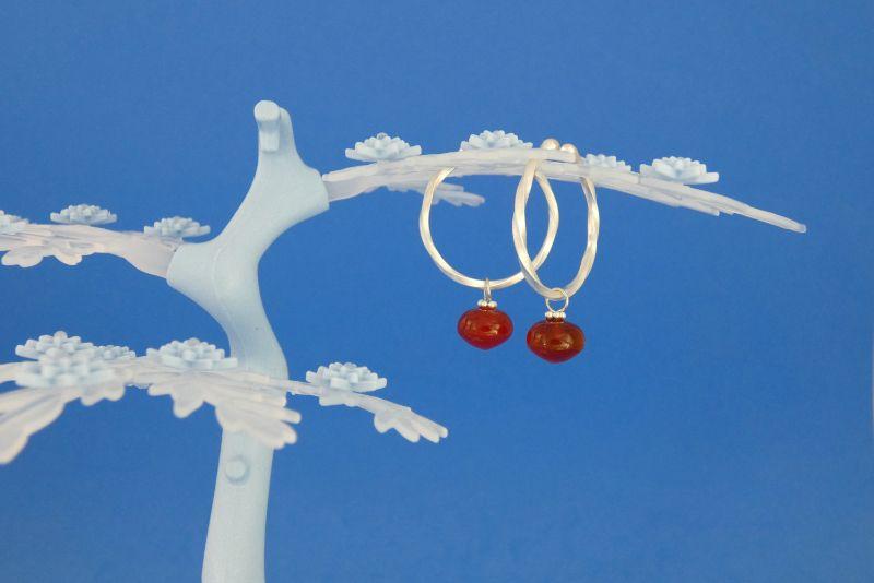 Kleinesbild - handgearbeitete Sterlingsilber-Ohrringe mit orangeroten Carneol-Perlen kaufen