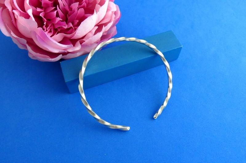 Kleinesbild - gedrehter Sterlingsilber-Armreif handgearbeitet aus Argentium® kaufen