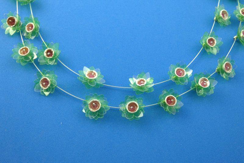Kleinesbild - Collier grüne Seerosen handgefertigt aus Sterlingsilber und Turmalinperlen kaufen