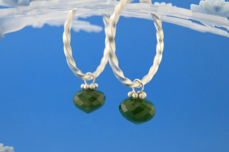 Kleinesbild - handgearbeitete Sterlingsilber-Ohrringe mit meergrünen facettierten Jade-Perlen kaufen