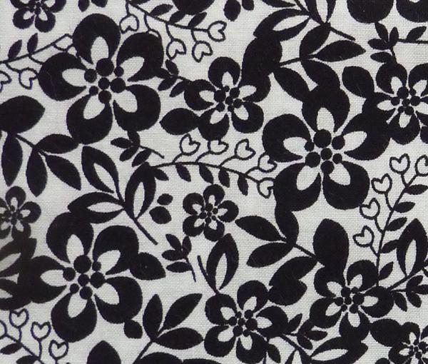 - ✂ Patchworkstoff Meterware kleine Blumen schwarz-weiß - ✂ Patchworkstoff Meterware kleine Blumen schwarz-weiß