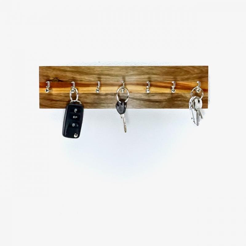Kleinesbild - Edles SchlüsselBrett aus Walnuss- und Kirschbaumholz  (7 Haken)/ Hakenleiste/ handmade kaufen