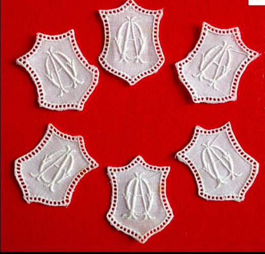 -   ★ AO  -  MONOGRAMME ANTIK  ★ 6 Stück gestickte weiße vintage Buchstaben Wäschezeichen zum Aufnähen     -   ★ AO  -  MONOGRAMME ANTIK  ★ 6 Stück gestickte weiße vintage Buchstaben Wäschezeichen zum Aufnähen