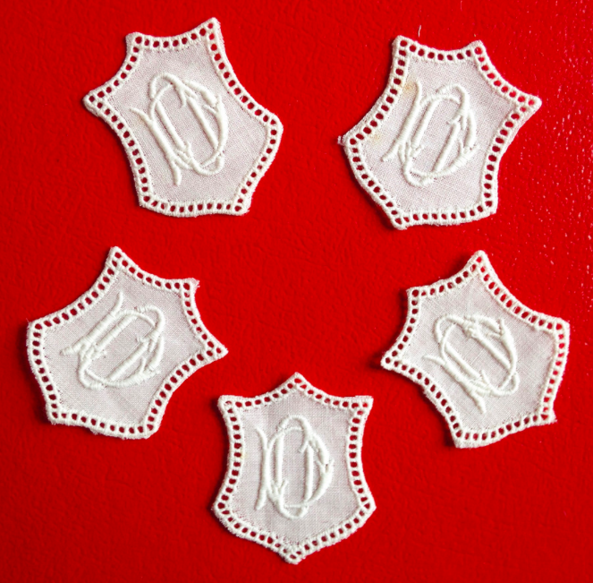 -   ★ DO/OD  MONOGRAMME ANTIK  ★ 6 Stück gestickte weiße vintage Buchstaben Wäschezeichen zum Aufnähen      -   ★ DO/OD  MONOGRAMME ANTIK  ★ 6 Stück gestickte weiße vintage Buchstaben Wäschezeichen zum Aufnähen