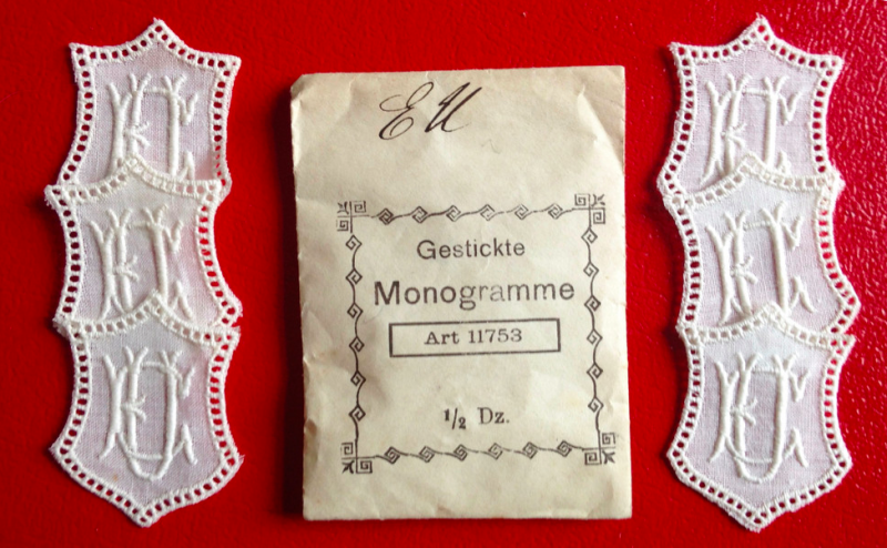 Kleinesbild -   ★ EU/UE  MONOGRAMME ANTIK  ★ 6 Stück gestickte weiße vintage Buchstaben Wäschezeichen zum Aufnähen