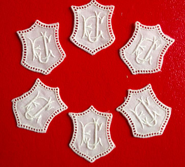 -   ★ EJ/JE  MONOGRAMME ANTIK  ★ 6 Stück gestickte weiße vintage Buchstaben Wäschezeichen zum Aufnähen     -   ★ EJ/JE  MONOGRAMME ANTIK  ★ 6 Stück gestickte weiße vintage Buchstaben Wäschezeichen zum Aufnähen