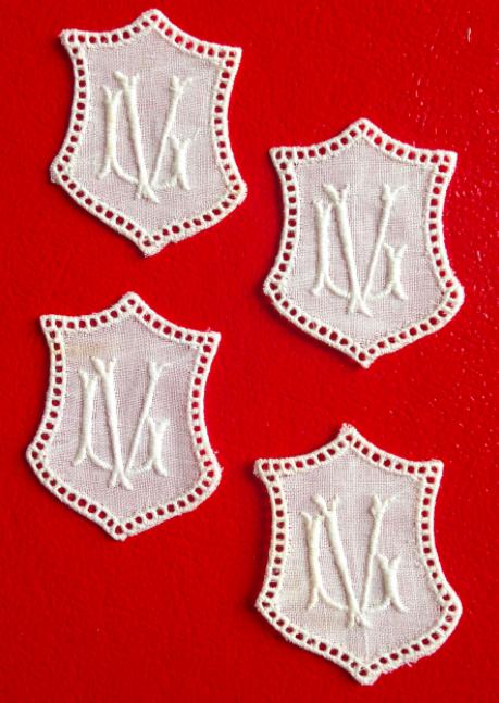 -   ★ LV/VL   MONOGRAMME ANTIK  ★ 6 Stück gestickte weiße vintage Buchstaben Wäschezeichen zum Aufnähen   -   ★ LV/VL   MONOGRAMME ANTIK  ★ 6 Stück gestickte weiße vintage Buchstaben Wäschezeichen zum Aufnähen