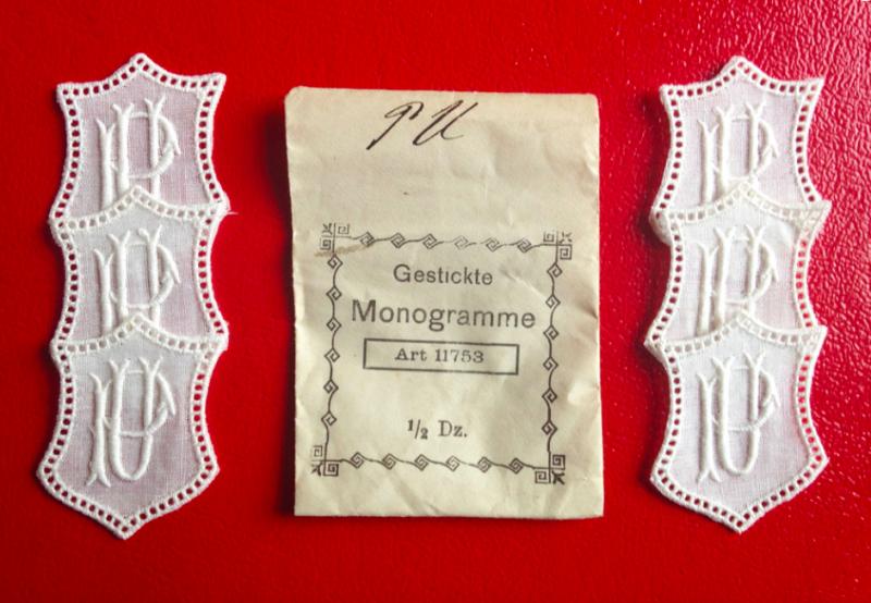 -   ★ PU/UP  MONOGRAMME ANTIK  ★ 6 Stück gestickte weiße vintage Buchstaben Wäschezeichen zum Aufnähen  -   ★ PU/UP  MONOGRAMME ANTIK  ★ 6 Stück gestickte weiße vintage Buchstaben Wäschezeichen zum Aufnähen