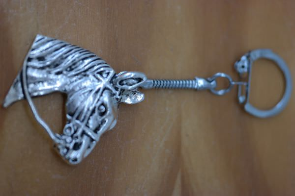 - Schlüsselanhänger mit Pferdekopf   - Schlüsselanhänger mit Pferdekopf