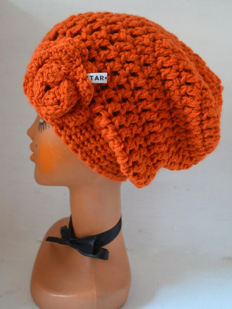 Kleinesbild - Häkelmütze Beanie mit Slounch und Häkelrose JOYANNA in orange